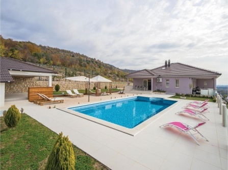 Five-Bedroom Holiday Home in Glavina Donja