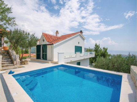 Four-Bedroom Holiday Home in Klis