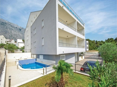 Three-Bedroom Apartment in Baska Voda
